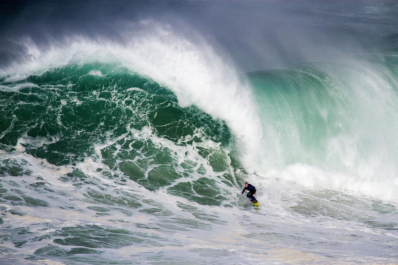 huge wave at Nazaré