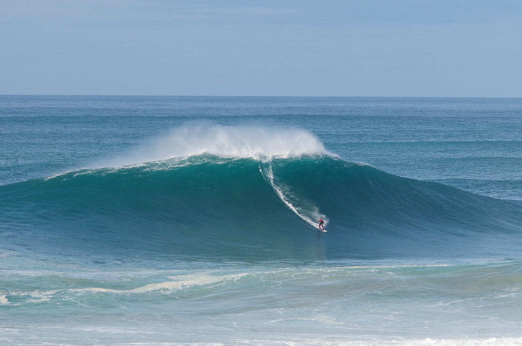 Big wave surfing at Nazaré